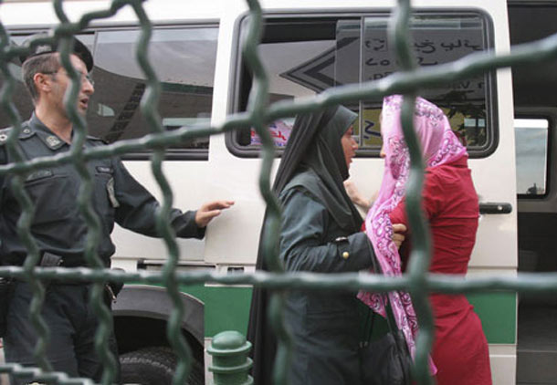 مبارزه با بدحجابی؛ انتقام دولت از حضور زنان در اعتراضات مردمی