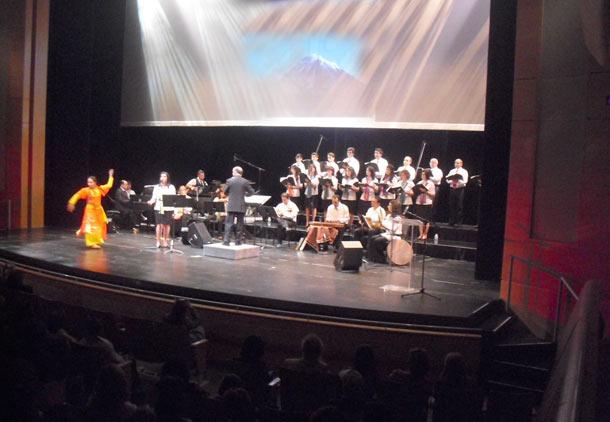 کنسرت گروه کر ملی ایران: رنگین کمانی زیبا از سرزمینمان ایران/ فرح طاهری
