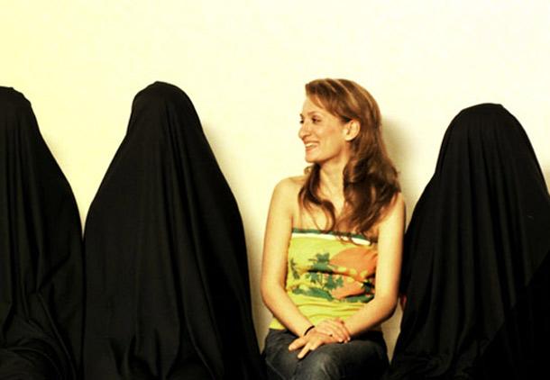 همدستی زنان طبقه متوسط در اجباری شدن حجاب/ نوشین احمدی خراسانی