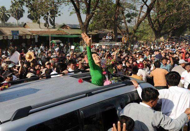 پیروزی تاریخی آنگ سان سوچی در انتخابات پارلمانی میانمار