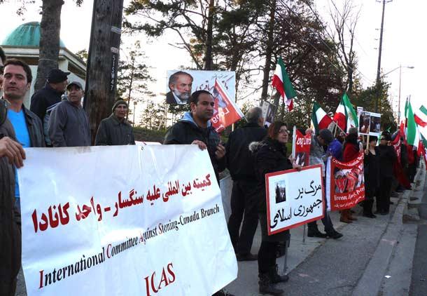 تظاهرات در مقابل مسجد جامع ایرانیان