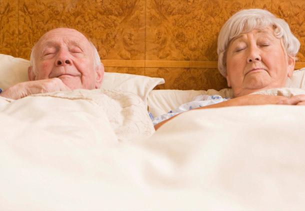 اختلال خواب در سالمندان و افراد میانسال/اکرم پدرامنیا