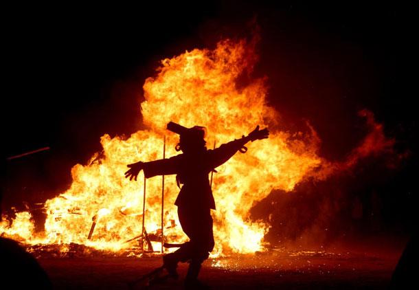 که آتشی که نمیرد همیشه در دلِ ماست/کریم زیّانی