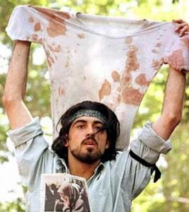 احمد باطبی دانشجویی که پس از چاپ این عکس بر روی اکونومیست، دستگیر شد و چند سال را در زندان گذراند