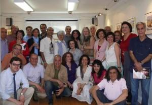 عکس یادگاری هنرمندان و هنردوستان در بازدید از نمایشگاه دکتر فروهر رسته