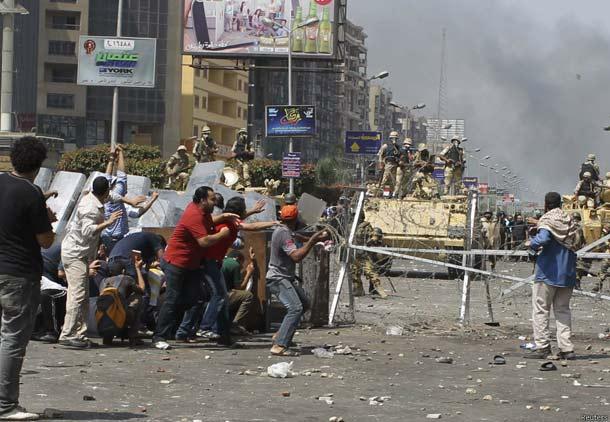 حکومت نظامی در قاهره/ صدها کشته در حوادث مصر