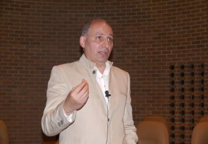 دکتر رامین جهانبگلو