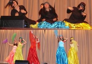 گروه رقص خورشید خانم در مراسم یادمان کشتار 67