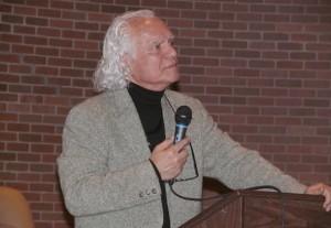 دکتر بهمن مقصودلو در سخنرانی کانون کتاب تورنتو