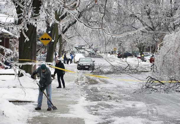 توفان یخ در تورنتو دویست هزار خانه  را برای کریسمس بی برق گذاشت
