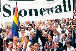 از اولین راهپیمایی ها در گرامیداشت خاطره استون وال