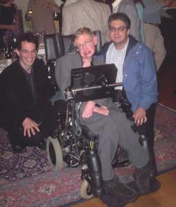 علی نیری در کنار استفن هاوکینگ (وسط) و نیل توروک در کمبریج