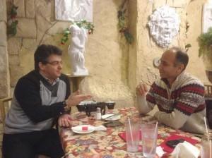 مهدی ترابی کیا (راست) در گفت وگو با دکتر علی نیری