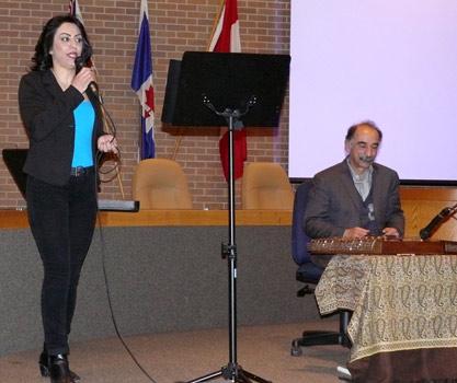 خانم گلاویژ با سنتور آقای قیدرپور ترانه های خاطره انگیزی اجرا کرد