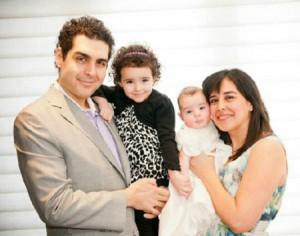 وینس گاسپارو در کنار همسر و فرزندانش