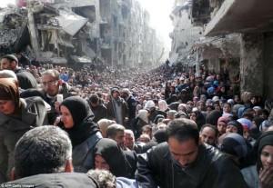 اردوگاه پناهندگان فلسطینی و سوری یارموک  در حومه ی دمشق که در محاصره قرار دارد و وضعیت ساکنانش بسیار وخیم توصیف شده