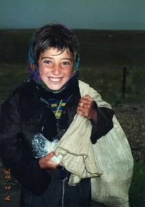 تابلویی که دوستان علی تهرانی از یک کودک کار به او هدیه دادند
