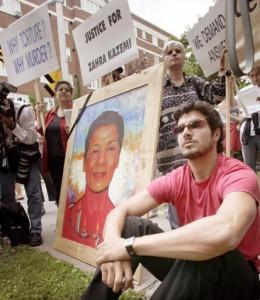 استفان کاظمی (هاشمی) در تظاهرات دادخواهی در مونترال