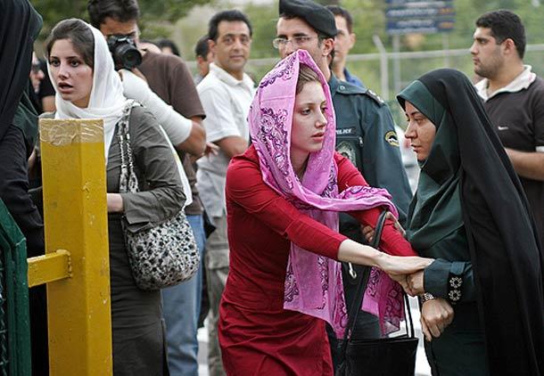 تحمیل حجاب به زنان،  تشویق مردان به تجاوز/ دکتر نسترن ادیب راد