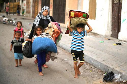 زنان و کودکان آواره به دنبال سرپناه