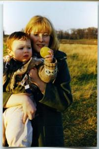 کودکی جاکوب همراه مادرش
