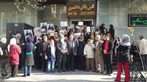 تجمع تعدادی از فعالان حقوق بشر در محل تحصن نسرین ستوده به مناسبت روز جهانی حقوق بشر