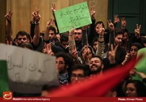 اعتراض دانشجویان دانشگاه تهران به سخنرانی شریعتمداری مدیر مسئول کیهان در آذرماه 93