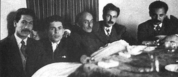 از راست: هوشنگ ابتهاج، سیاوش کسرایی، نیما یوشیج، احمد شاملو، مرتضی کیوان