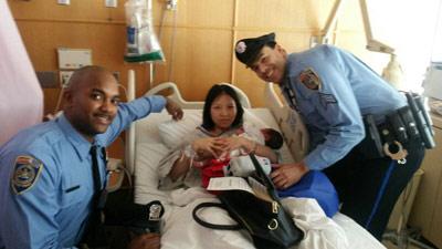 نوزادی به کمک دو افسر پلیس به دنیا آمد