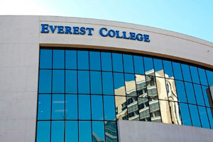 همه ۱۴ شعبه کالج اورست انتاریو بسته شدند