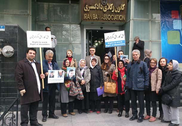 در روز وکیل بسیاری در محل تحصن نسرین ستوده حضور یافتند