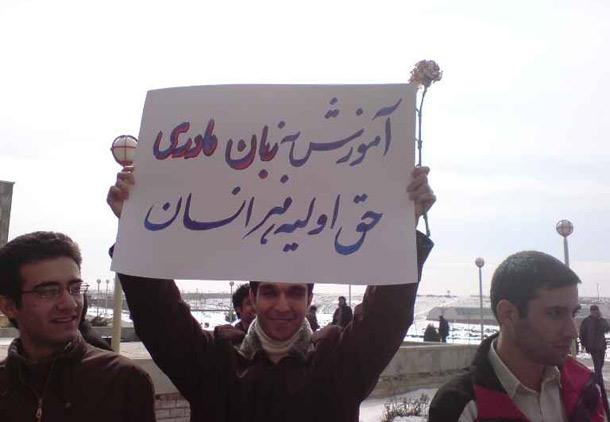 روز جهانی زبان مادری: فارسی را پاس بداریم بقیه زبانها را زاپاس/ عبدالستار دوشوکی