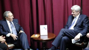 استفن هارپر (راست) در دیدار با رائول کاسترو
