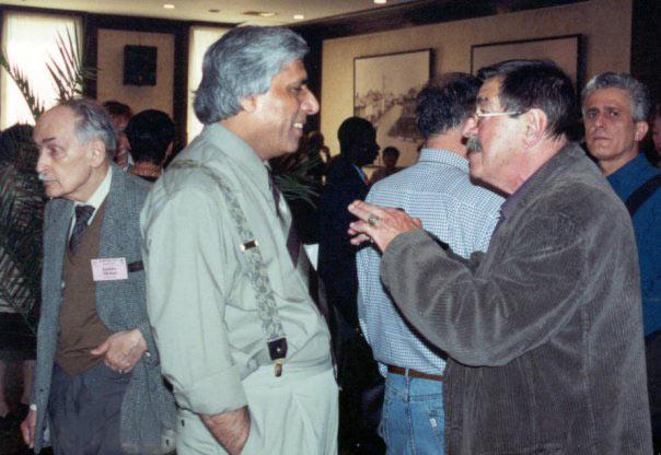حسن زرهی (جپ) در گفت وگو با گونتر گراس در سال 2000 در مسکو