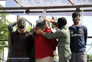 اعدام سه تن در ملاء عام در مشهد