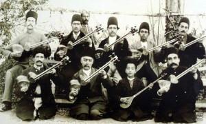 میرزا حسینقلی (اول از راست) فرزند علی اکبرخان فراهانی از ادامه دهندگان راه پدر