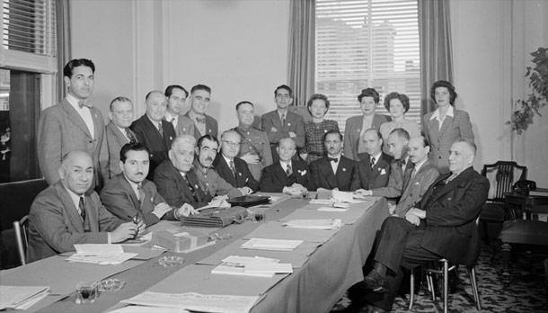ـ نمایندگان ایران در کنفرانس سانفرانسیسکو، 25 آوریل-26 ژوئن 1945. ایستاده از چپ به راست: منوچهر کاظمی، احمد اردشیر، فضلالله نبیلی، حسین نواب، دکتر علیاکبر دفتری، سرهنگ محمدعلی معارفی، دکتر لطفعلی صورتگر، خانم ویرجینیا نی، خانم میلرد بولتی، خانم درتی درایر، خانم اینگرید لیلجکویست. نشسته از چپ به راست: ناشناخته، دکتر عبدالحسین اعتبار، دکتر قاسم غنی، سرلشگر علی ریاضی، باقر کاظمی، مصطفی عدل، اللهیار صالح، دکتر علیاکبر سیاسی، دکتر رضازاده شفق، محمد شایسته، دکتر قاسم قاسمزاده. عکس شمارۀ 61375، آرشیو سازمان ملل