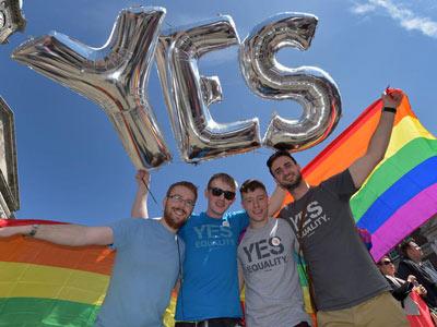 ازدواج همجنسگرایان در سراسر آمریکا قانونی اعلام شد