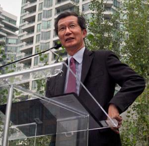 وزیر شهروندی و مهاجرت انتاریو از گلوب اندمیل غرامت خواست