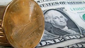 کاهش ارزش دلار کانادا به دلیل کمتر شدن قیمت نفت خام