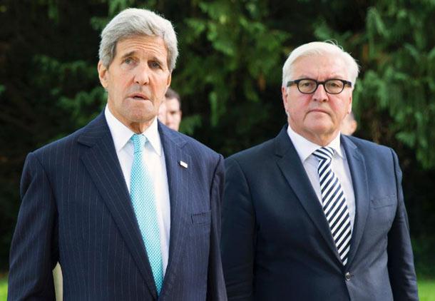 فرانک اشتاین مایر (راست) وزیر امور خارجه آلمان با جان کری وزیر امور خارجه آمریکا بر سر موضوع سوریه دیدار کرد
