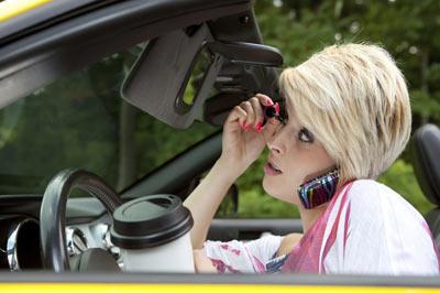 تشدید جرایم رانندگی، بویژه استفاده از تلفن همراه، از اول سپتامبر ۲۰۱۵/فرهاد فرسادی
