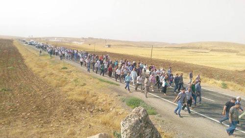 راهپیمایی حزب دمکراتیک خلق به سوی شهر جیزره Cizre به منظور شکستن محاصره شهر و اعلام مخالفت با سیاست های جنگ طلبانه رژیم ترکیه