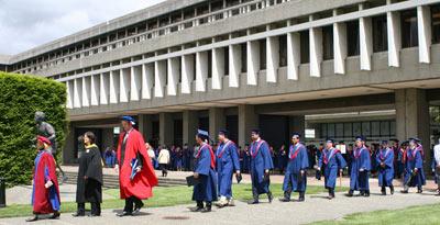 دانشگاه سایمون فریزر بی سی ۵۰ ساله شد