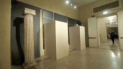 در دیدار رئیس جمهوری اسلامی ایران از موزه در ایتالیا روی مجسمه های برهنه را پوشاندند