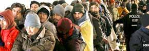 ۳۵۵ هزار پناهجوی آلمان حکم ترک خاک گرفته اند/جواد طالعی