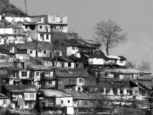 خانه های شب ساخت بر توت تپه  عکس تزئینی است