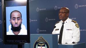حمله مردی با چاقو  به نظامیان در تورنتو