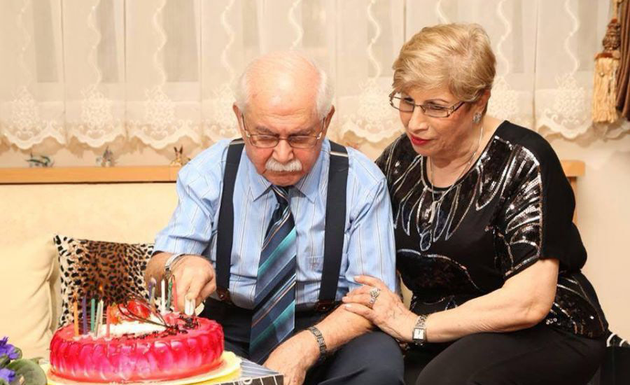 استاد مسعودی تولدش را در کنار همسر عزیزش جشن می گیرد