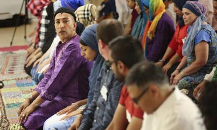 مسلمانان و هم جنسگرایان تورنتو درکنار هم کشتار اورلاندو را محکوم کردند